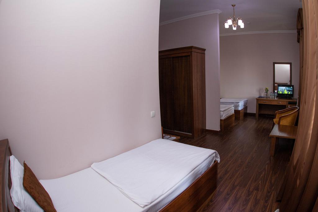 Room 1374 image 40071