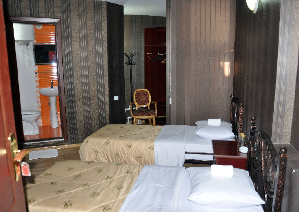 Room 3384 image 30827