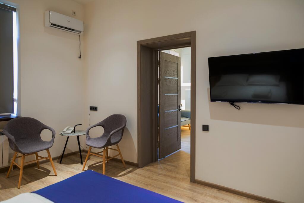 Room 3493 image 32838