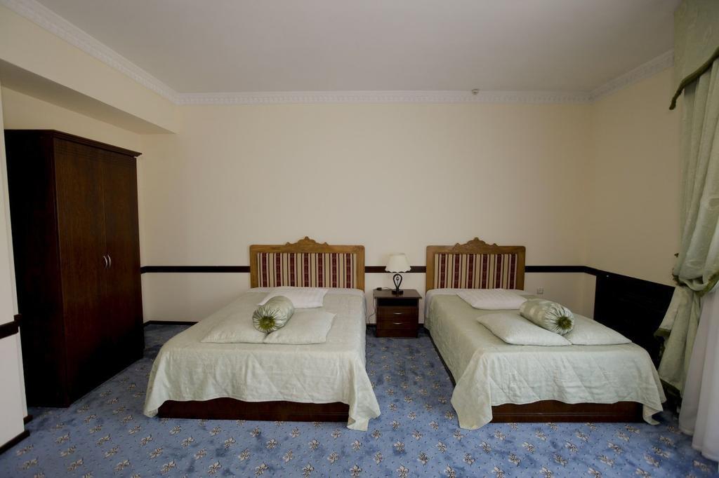 Room 3541 image 33300
