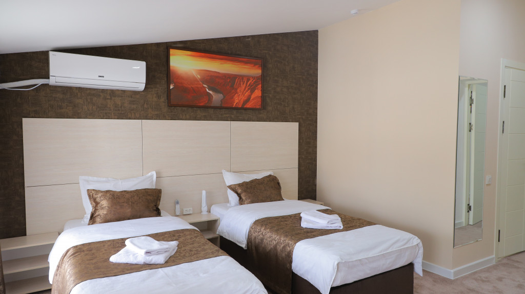 Room 3722 image 35771