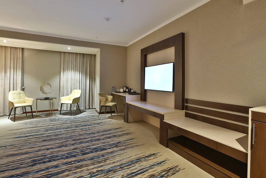 Room 4048 image 38858