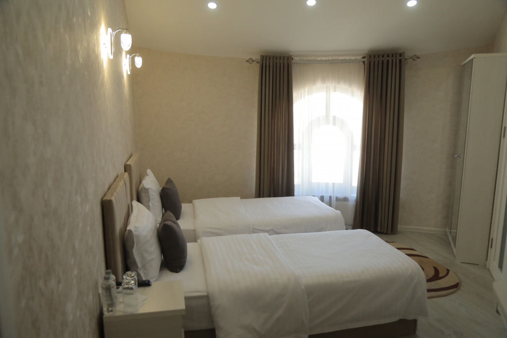 Room 3809 image 38783
