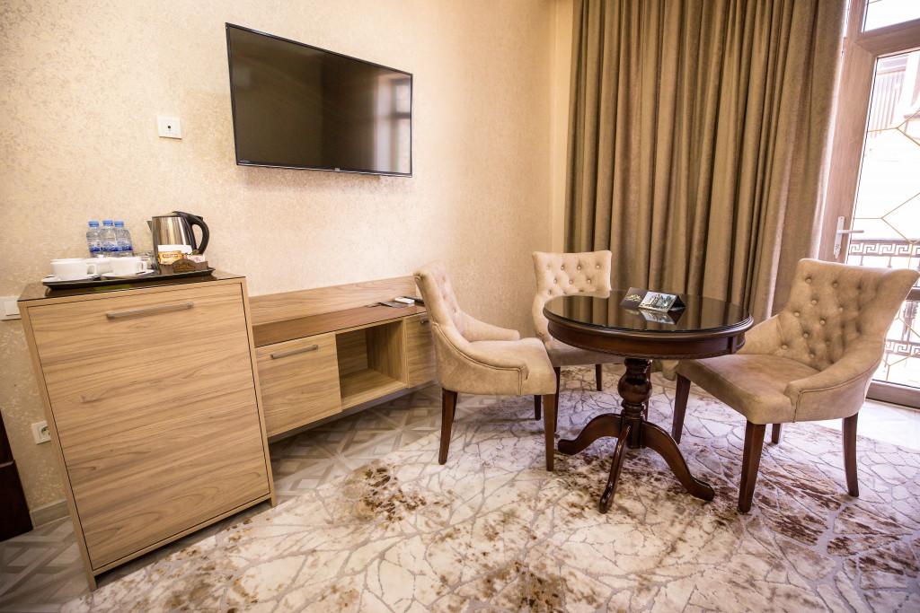 Room 4069 image 40000