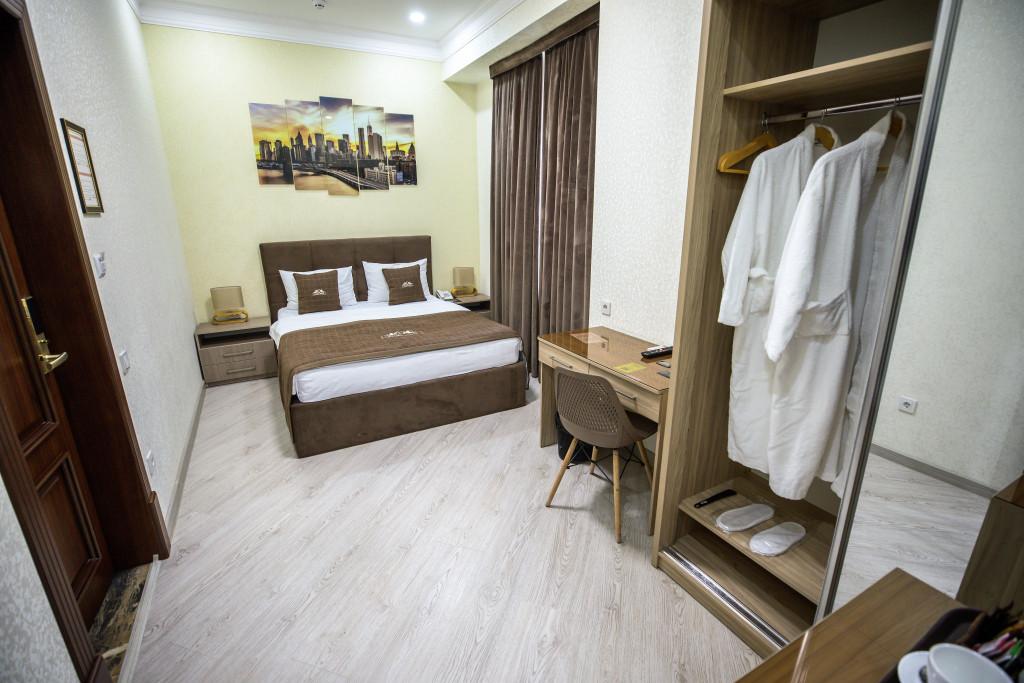Room 3981 image 40012