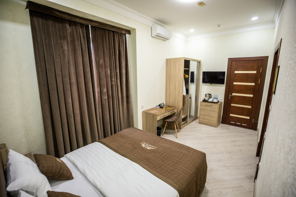 Room 3981 image 40014