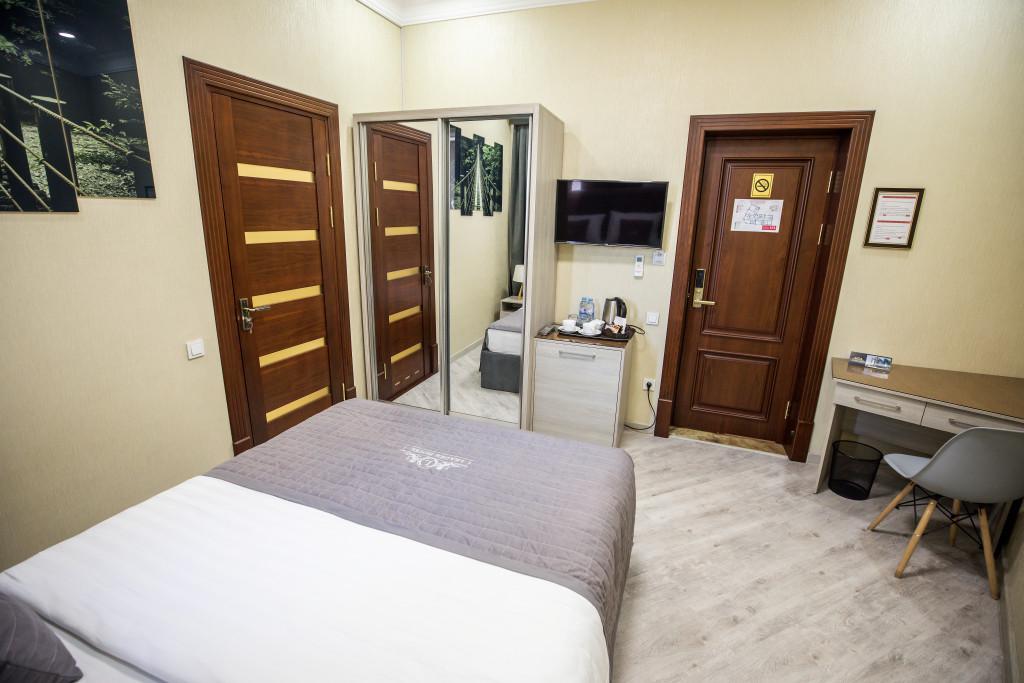 Room 3981 image 40017