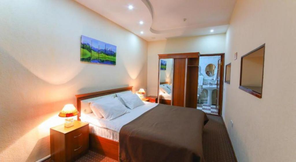 Room 3990 image 39681