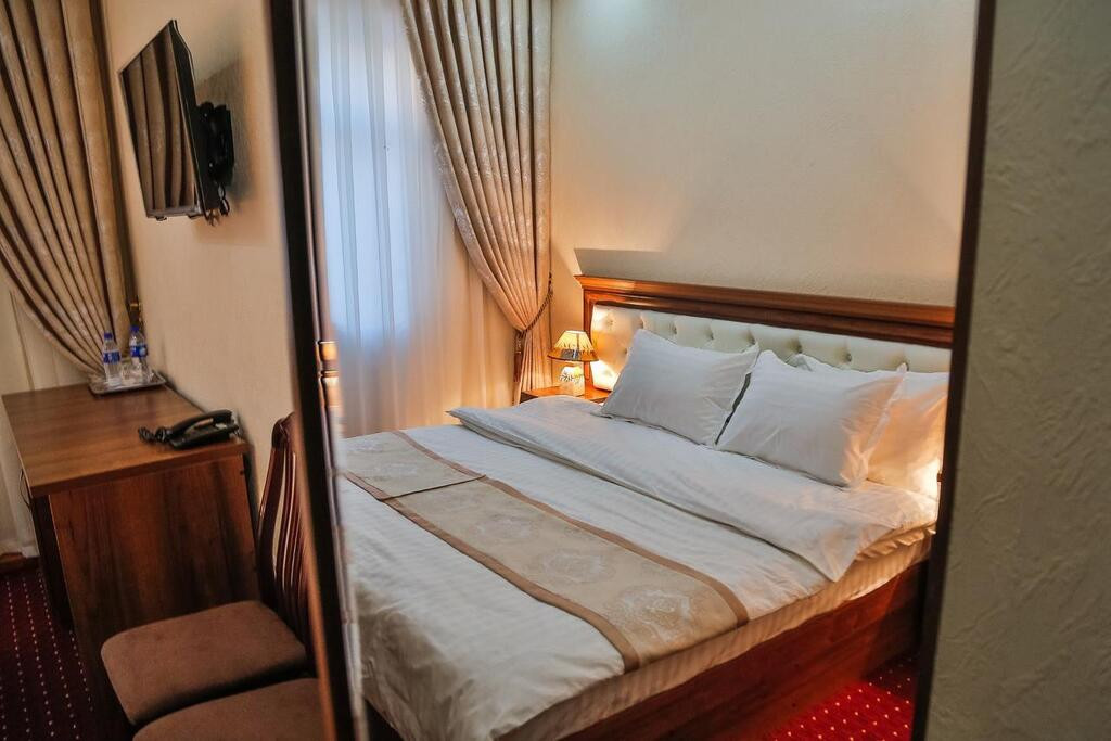 Room 3989 image 39683