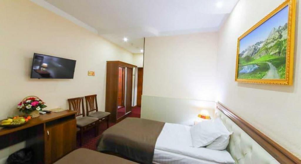 Room 3990 image 39689