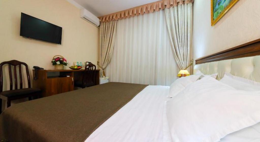 Room 3990 image 39695