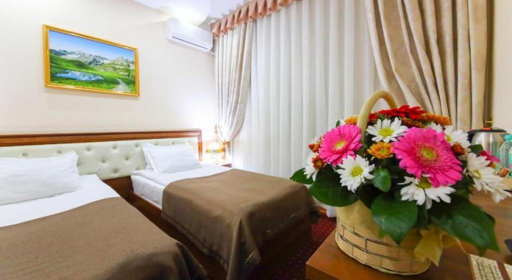 Room 3990 image 39703