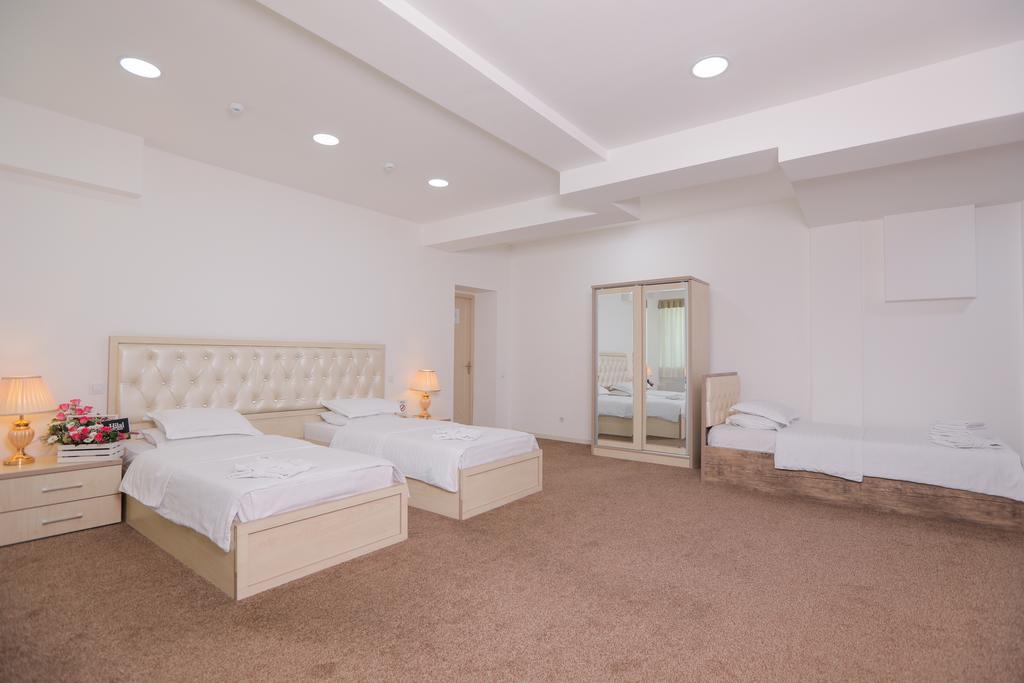 Room 4053 image 39339