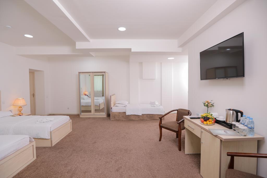 Room 4053 image 39338