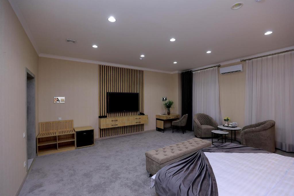 Room 4205 image 40852