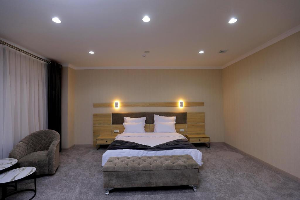 Room 4205 image 40853