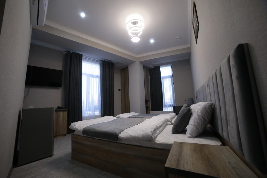 Room 4212 image 40778
