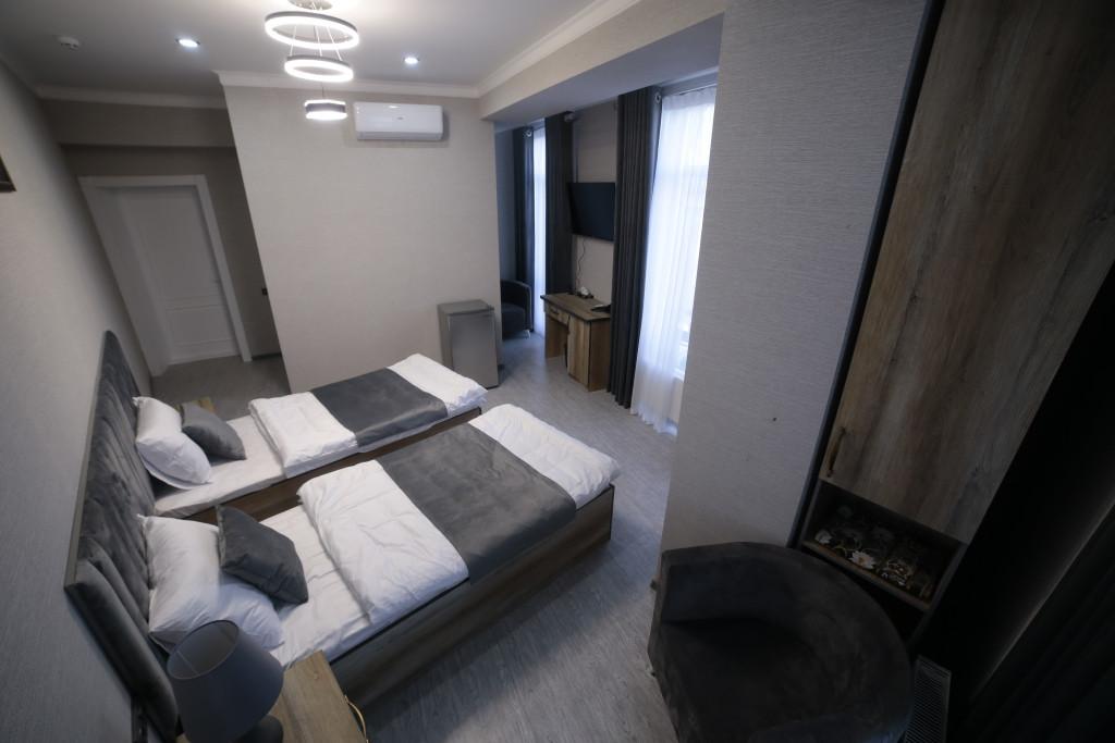 Room 4212 image 40780
