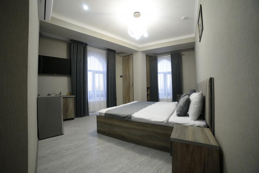 Room 4212 image 40783