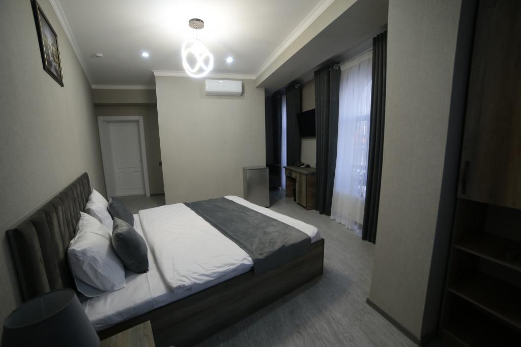 Room 4212 image 40785