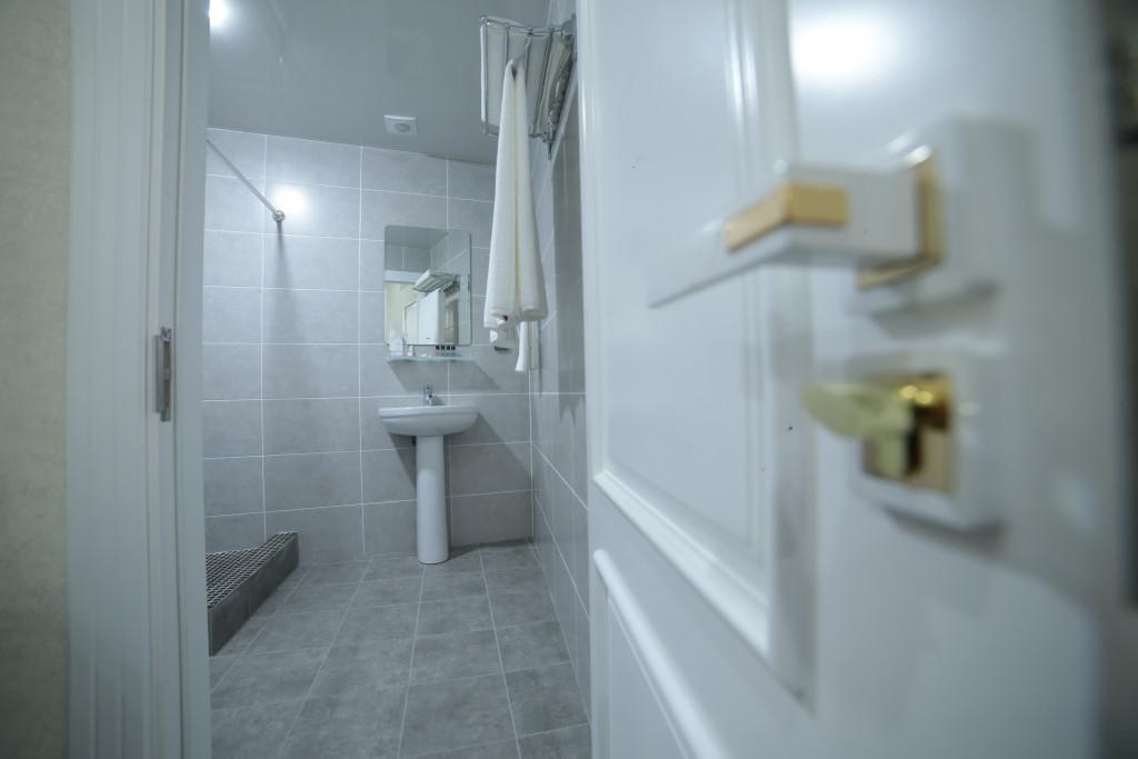 Room 4211 image 40788