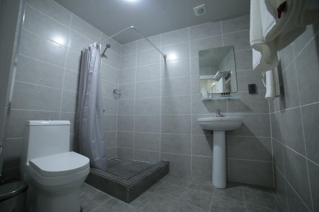Room 4211 image 40789