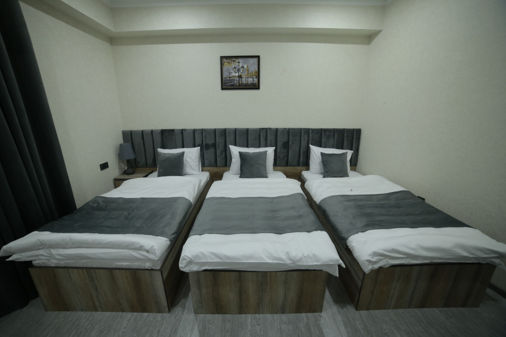 Room 4211 image 40791