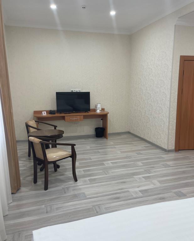 Room 4426 image 43031
