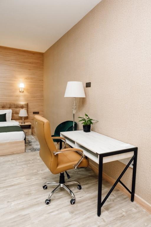 Room 4476 image 43758