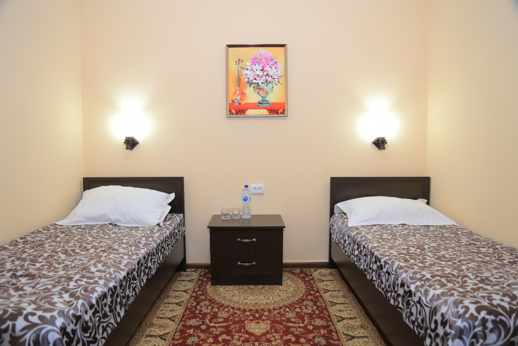 Room 608 image 15255
