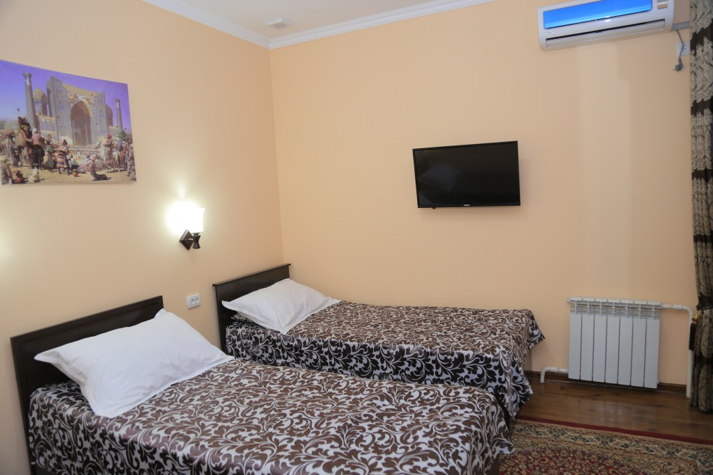 Room 608 image 15257