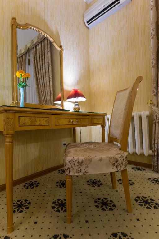 Room 382 image 32580
