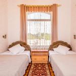 Room 303 image 26557 thumb