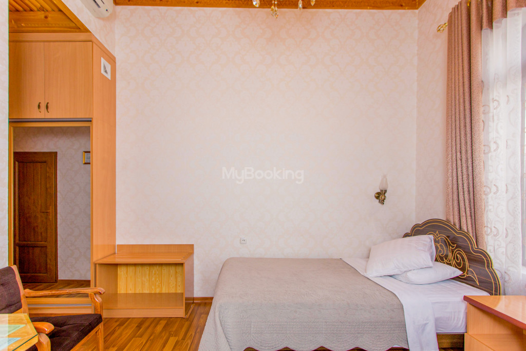 Room 303 image 26560