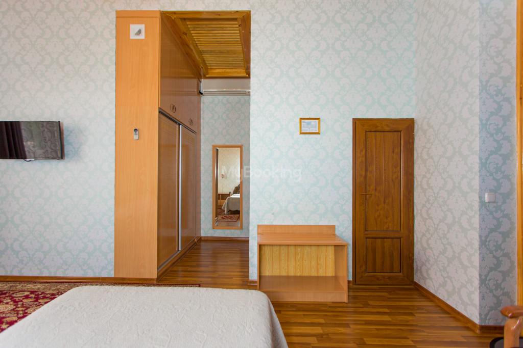Room 303 image 26567