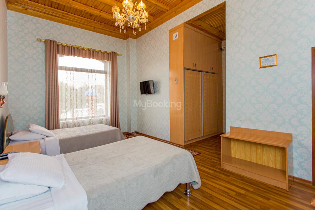 Room 303 image 26568