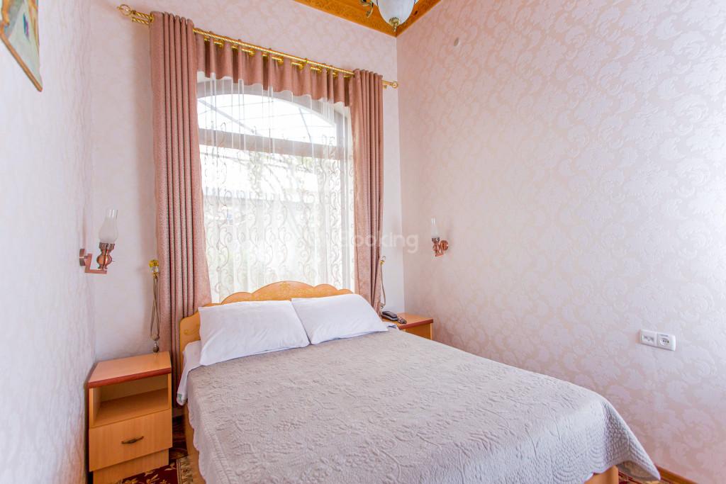 Room 302 image 26583