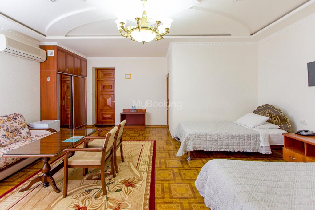 Room 305 image 26593