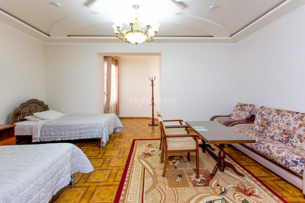 Room 305 image 26594