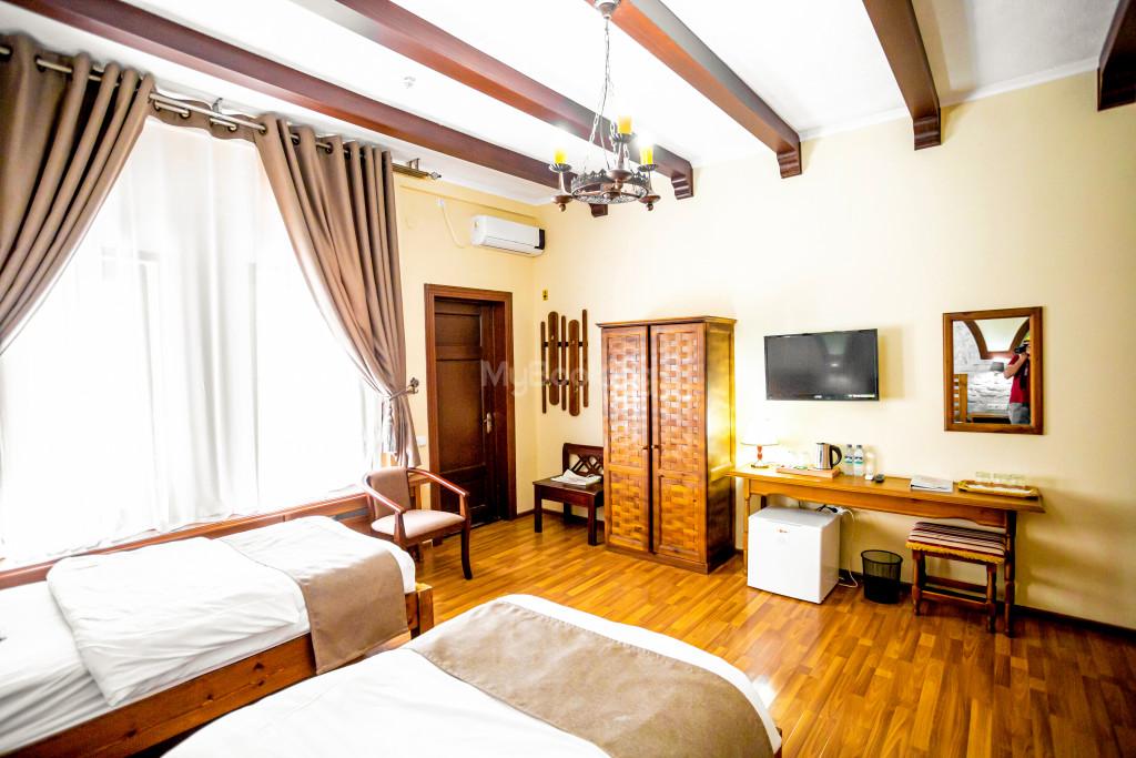 Room 672 image 26850