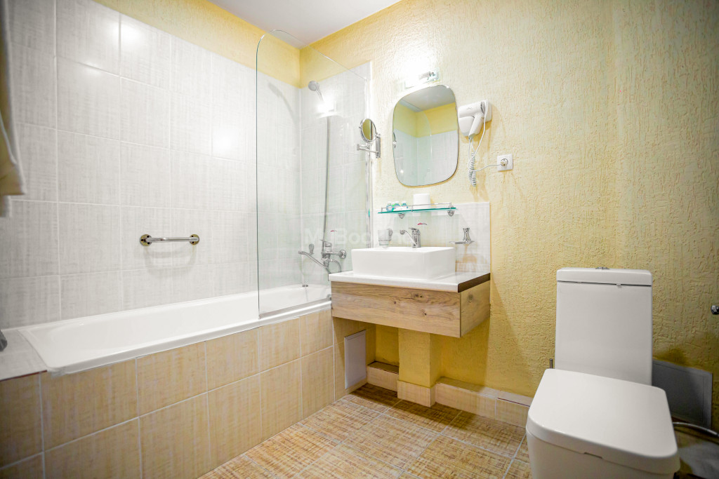 Room 672 image 26853
