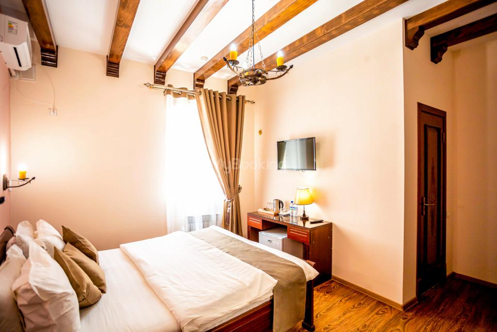 Room 671 image 26858