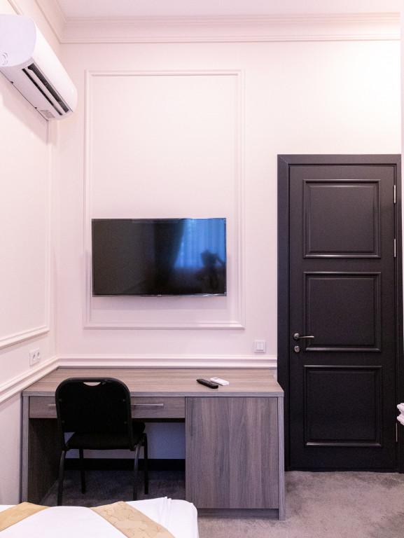 Room 841 image 38168