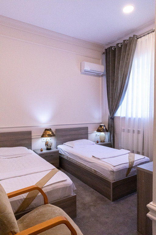 Room 842 image 38172