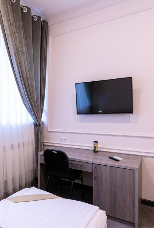 Room 842 image 38174