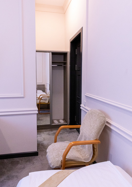 Room 842 image 38176