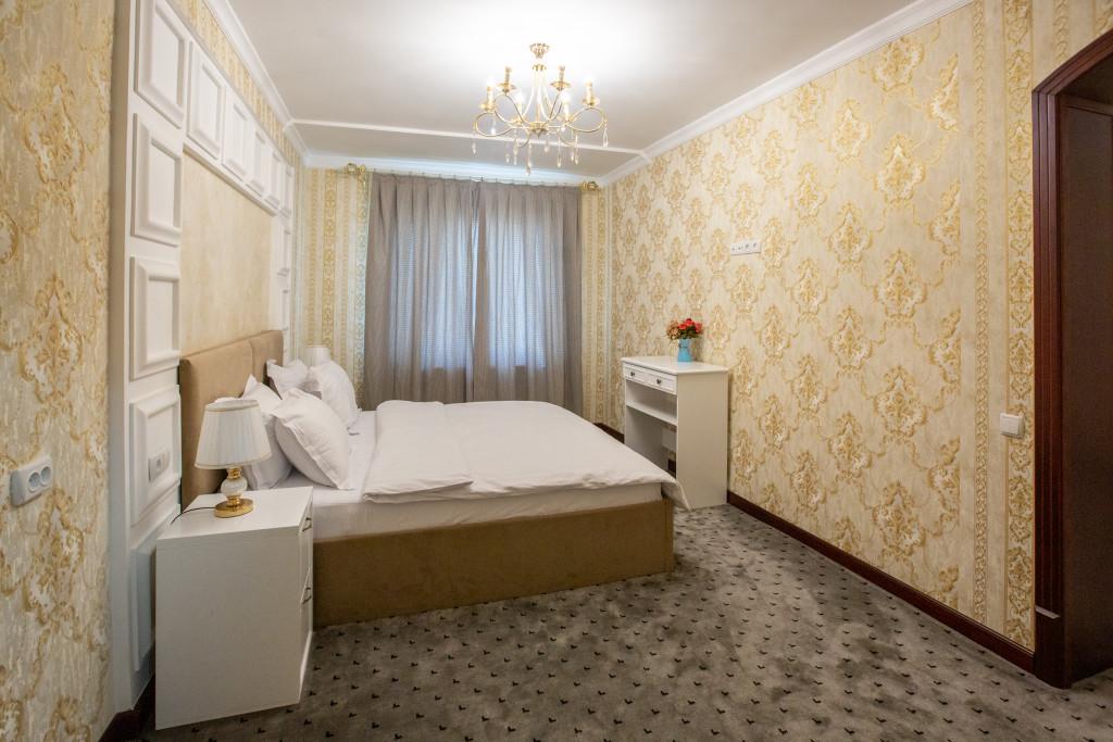 Room 805 image 18366