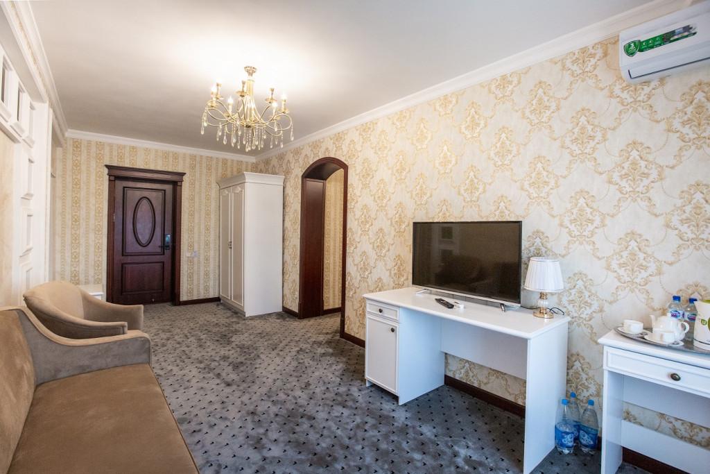 Room 805 image 18370