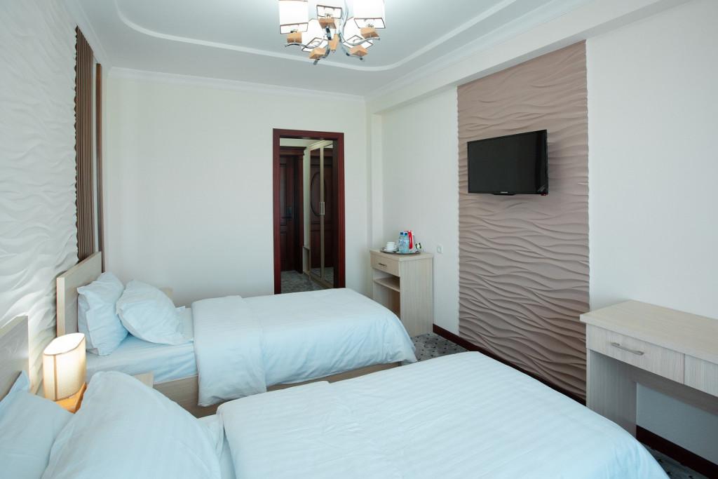 Room 807 image 18376