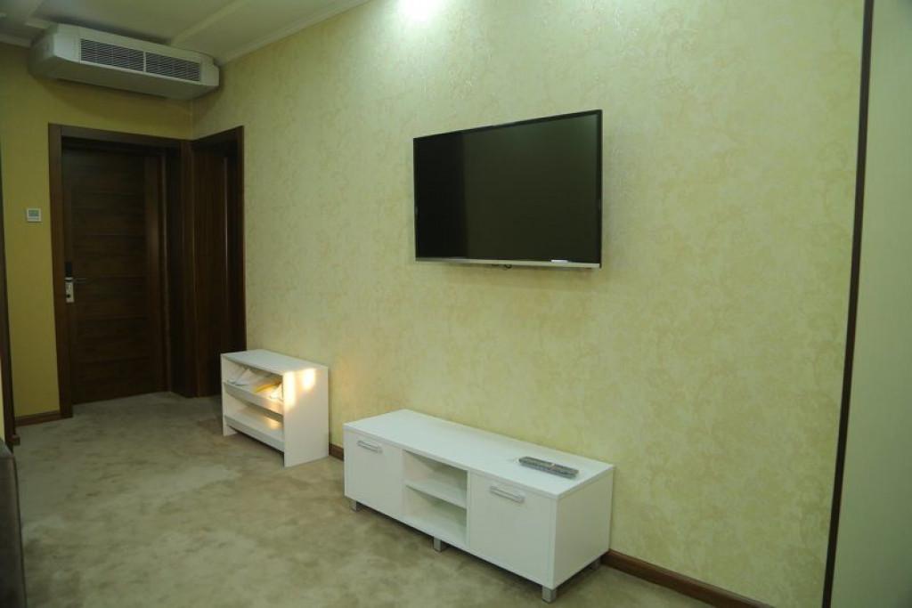 Room 4242 image 41028